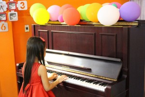 cach-chon-dan-piano-cho-tre_1