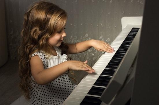 Kinh nghiệm bổ ích khi mua đàn Piano điện cho bé